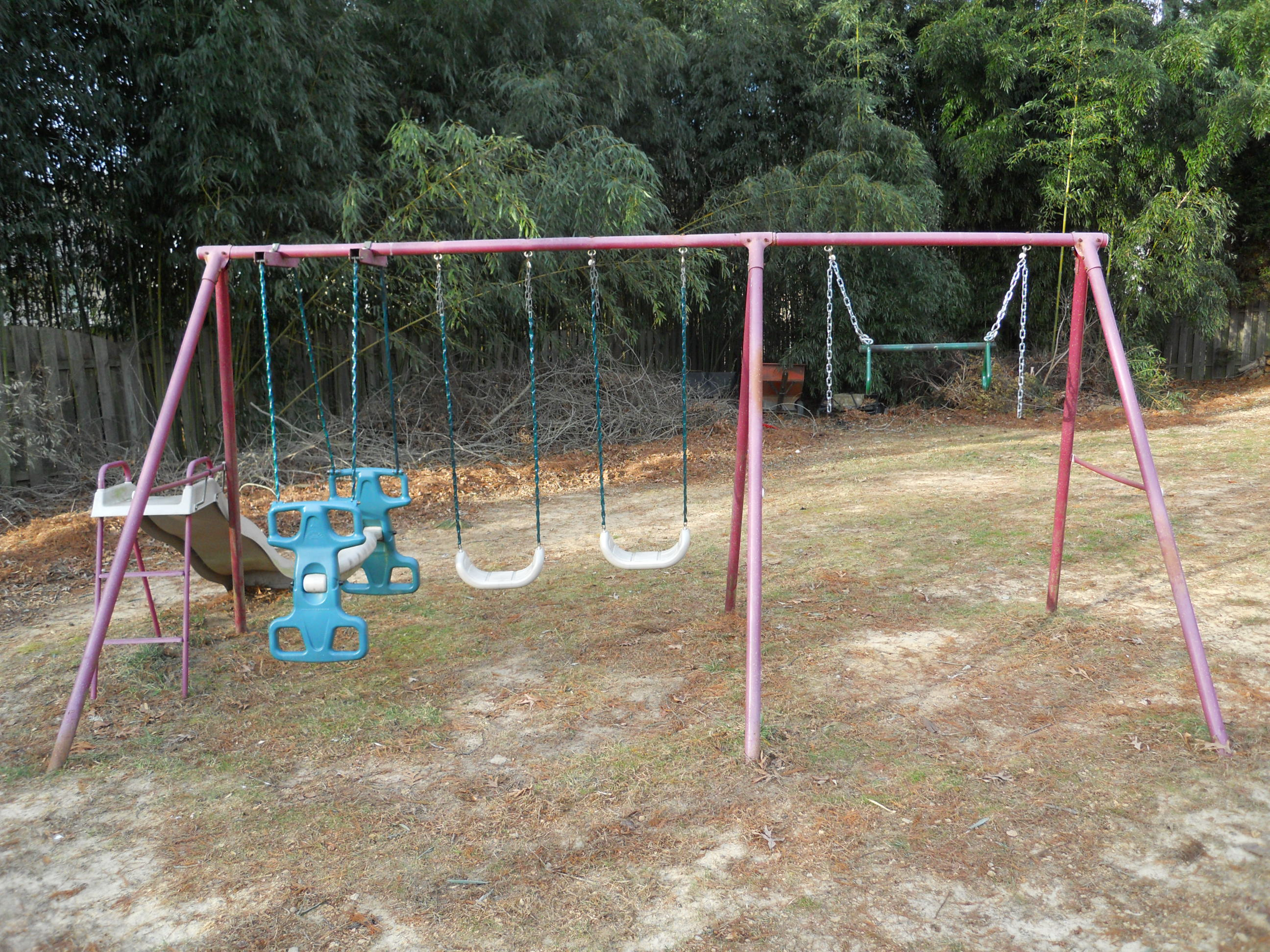 FREECYCLE Metal Swing Set