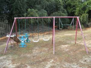 Metal swing set